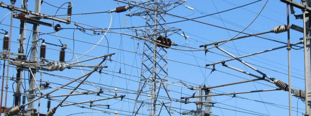 линии электропередачь с проводами